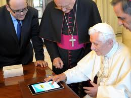 pope using ipad